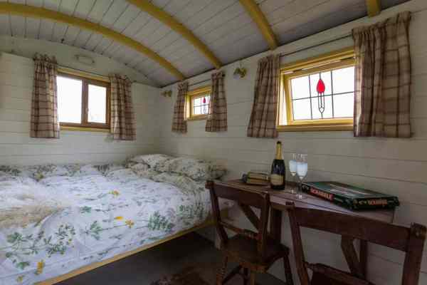 kent-cabin-wagon-countryside