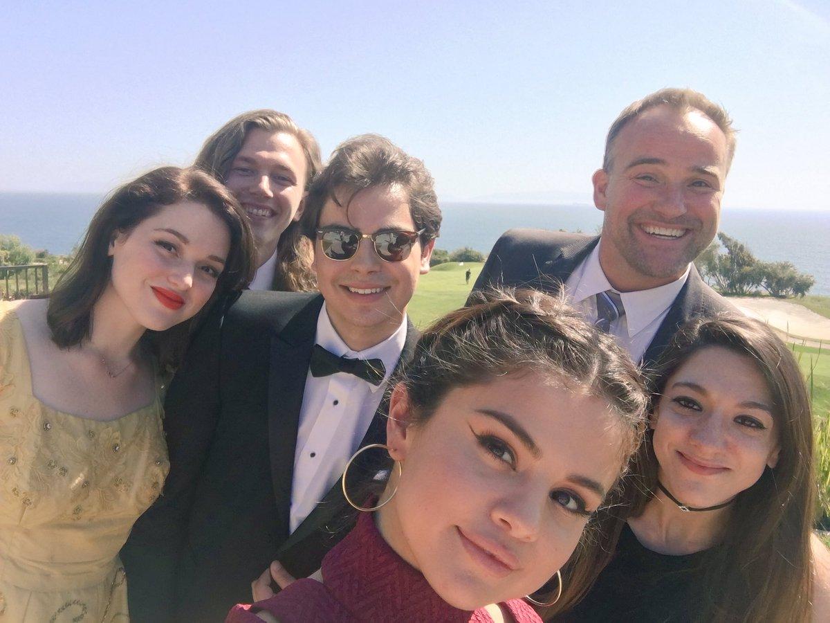 Reunion dei Maghi di Waverly al matrimonio di David Henrie