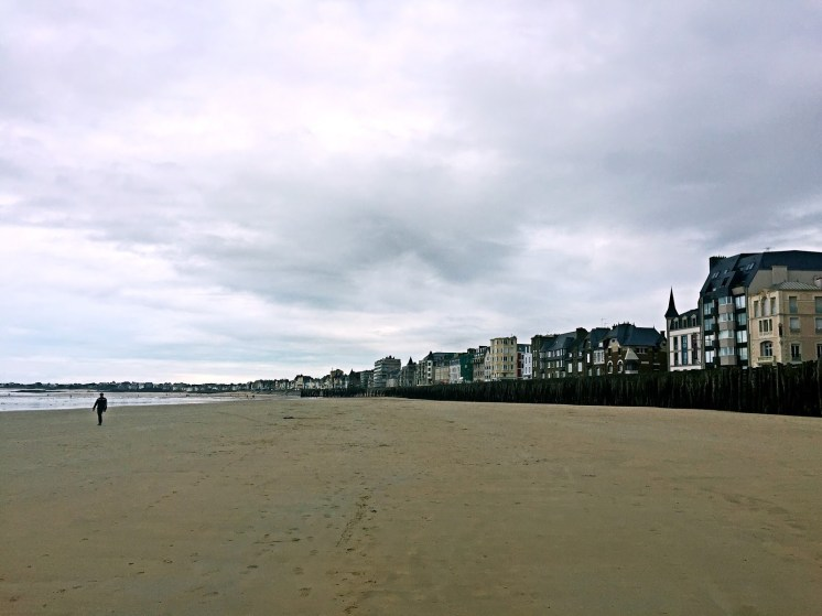 Beach front with lonely walker - Weekend in Saint-Malo