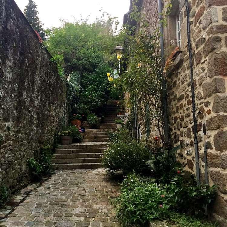 Cute ruelle - Medieval town of Dinan