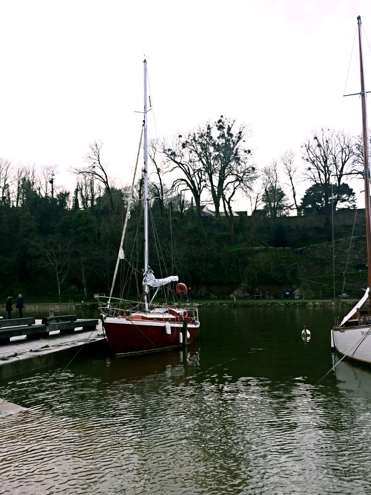 St Goustan Port, red boat - Auray Brittany