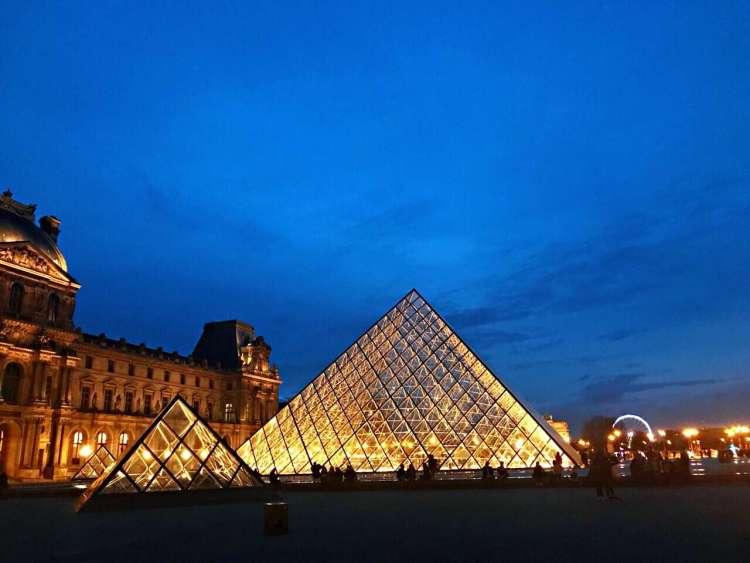 Louvre Museum - Walking tour in Le Marais