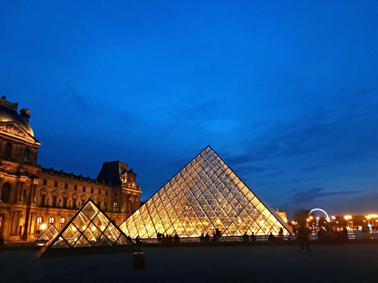 Louvre Museum - Walking tour in Le Marais