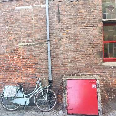 Blue bike and red door - Ghent street art