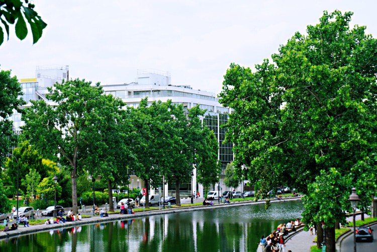 Banks of canal- Canal saint martin