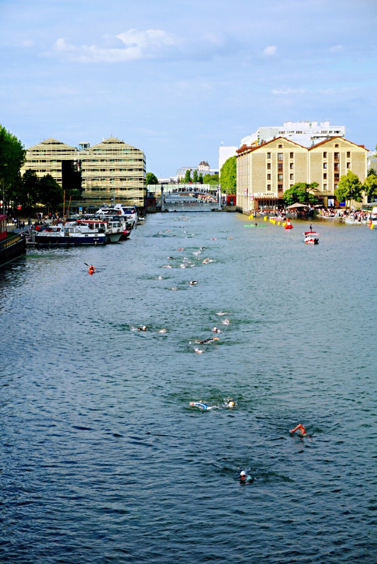 Bassin de la Villette - Take a stroll in the Canal St-Martin, enjoy exploring this picturesque and trendy district. Explore the banks of the canal, restaurants, bars, shops and other things to do and see.  #Paris #CanalStMartin #France