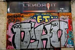 Graffiti at Bar L'Endroit - Street art Montpellier