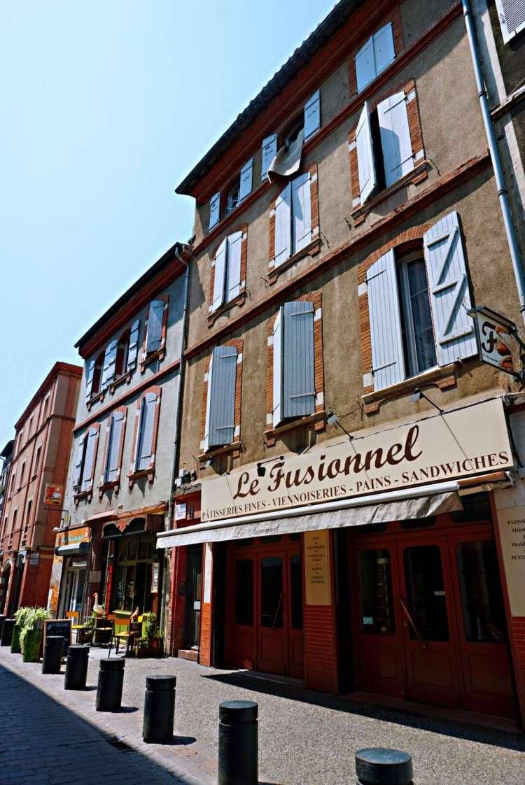 Street view of a patisserie - Visit Occitanie
