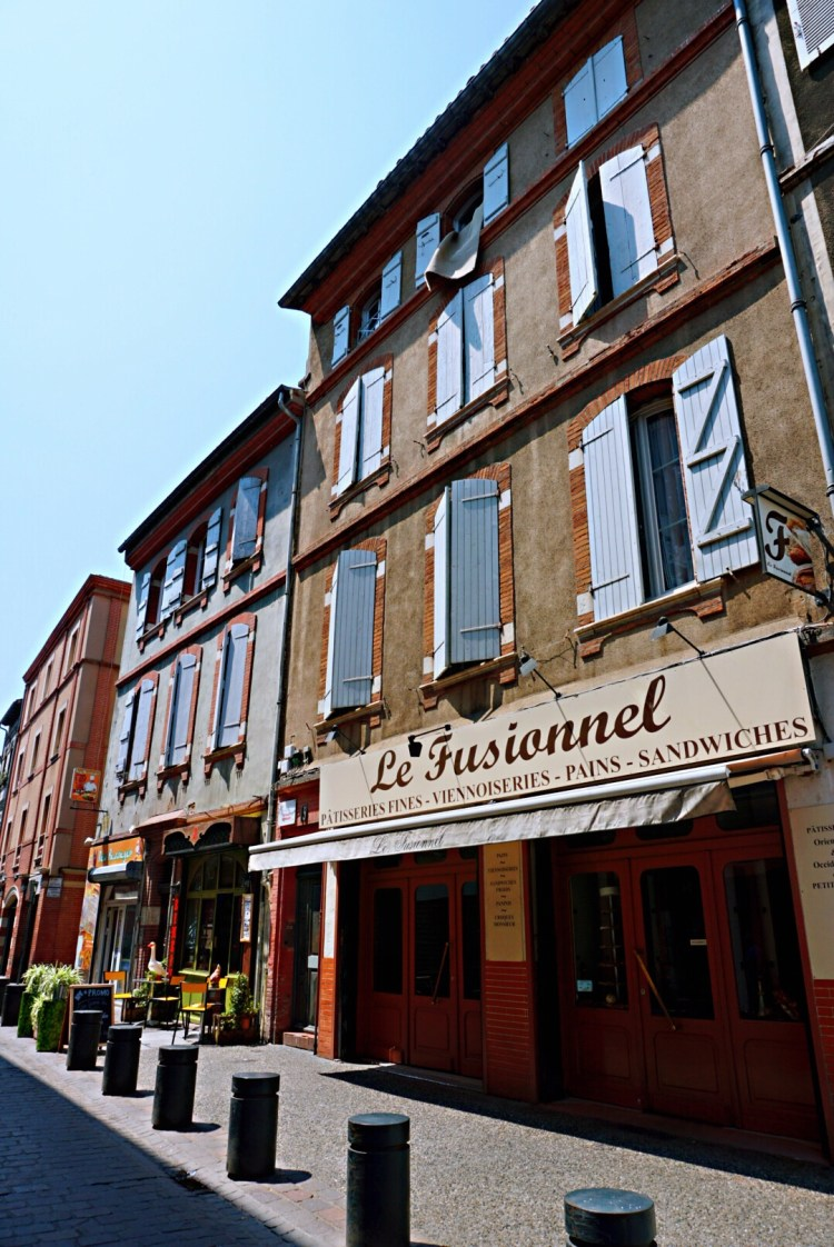 Street view of a patisserie - Visit Occitanie