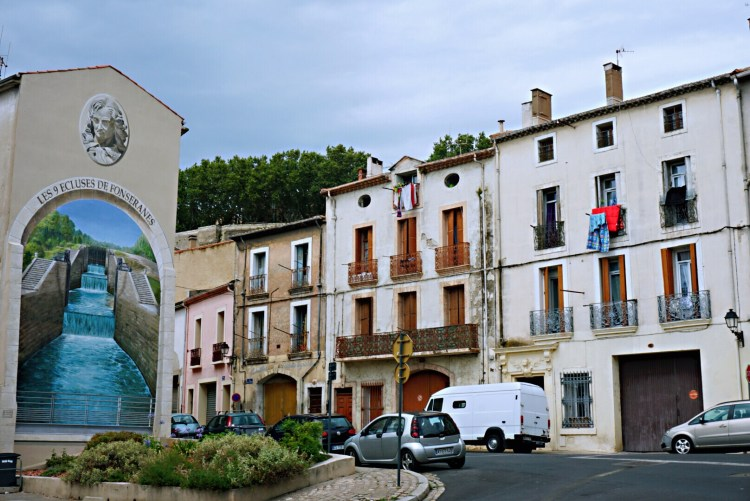 Mural on building of the nine locks of Fonserannes - Visit Occitanie