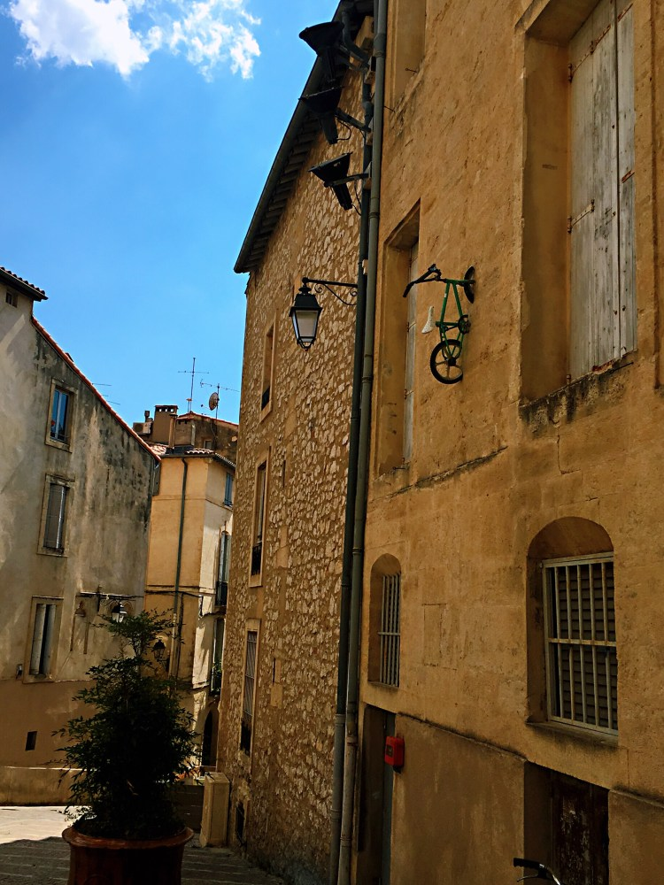 Bike on a wall - Visit Occitanie