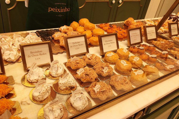 Pastries at Peixinho - Things to do in Aveiro