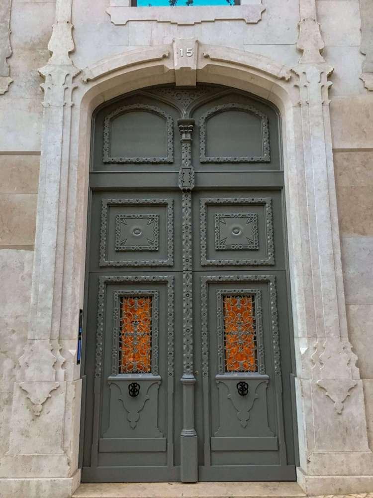 Green door in Lisbon - 3 days in Lisbon