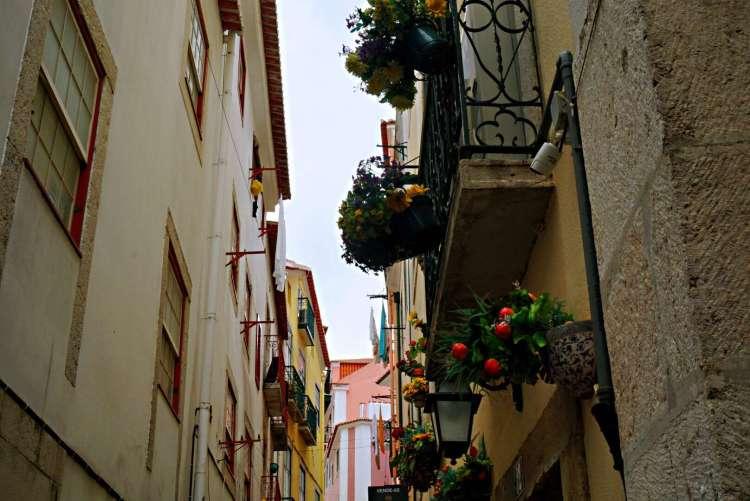 Beautiful balconies in Alfama - 3 day in Lisbon
