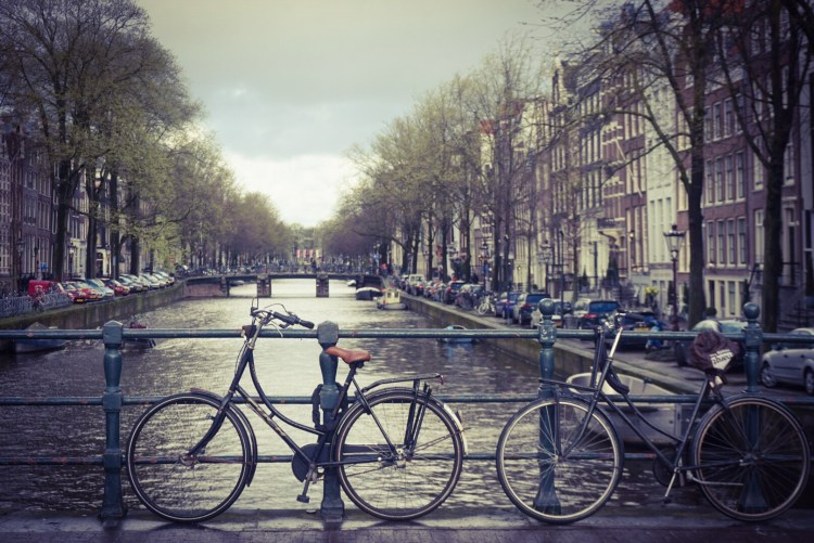 Amsterdam in the rain? Rain shouldn't stop you from enjoying your trip. Luckily big cities like Amsterdam have plenty of things to do on good or bad days.