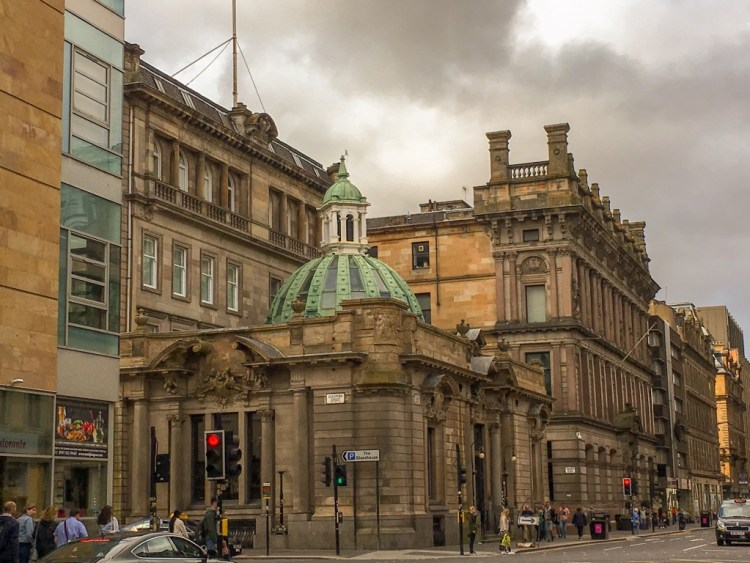 A weekend in Glasgow: A 2 day itinerary. Glasgow offers visitors a fantastic collection of art galleries, amazing street art and green spaces.