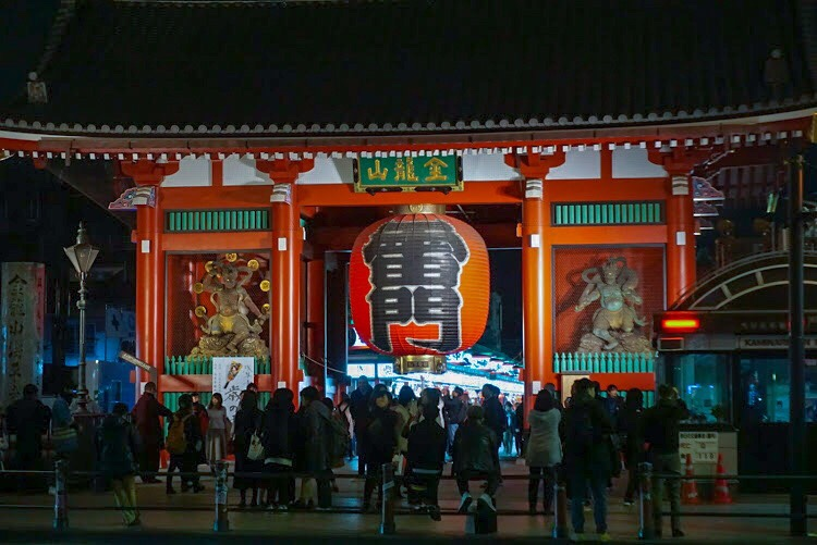 Things to do in Asakusa? Take a photo in front of Kaminarimon