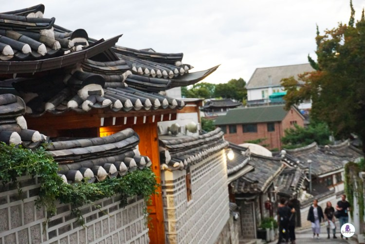 Hanok Bukchon Village - Three days in Seoul is the ideal amount of time to explore the modern yet traditional city. This Seoul 3 day itinerary explores all the things to do. #Seoul #SouthKorea #SeoulItinerary