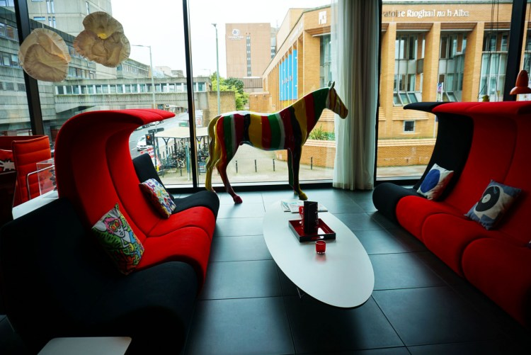 Living Room ar CitizenM hotel Glasgow