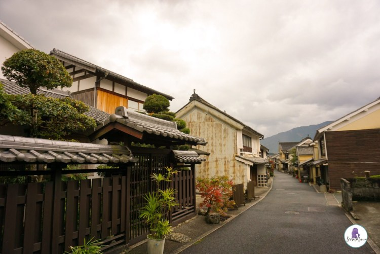 Walking through the Japanese village of Uchiko, you feel like you are slipping back in time to the Meiji period. The preserved streets of Yokaichi Old Town is is a must see.