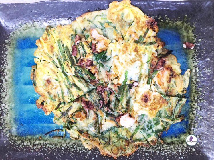 Best Korean food to try in Seoul - Haemul-pajeon (seafood vegetable pancake - 해물파전)