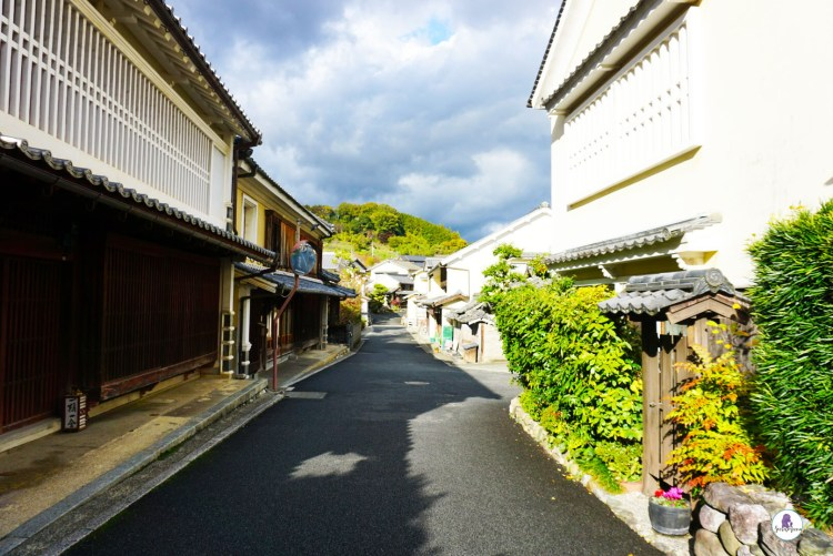 Street in Ozu - Take a trip down to Ozu City to discover another side of Japan. This small town located in Ehime Prefecture on Shikoku Island is a gem worth visiting.