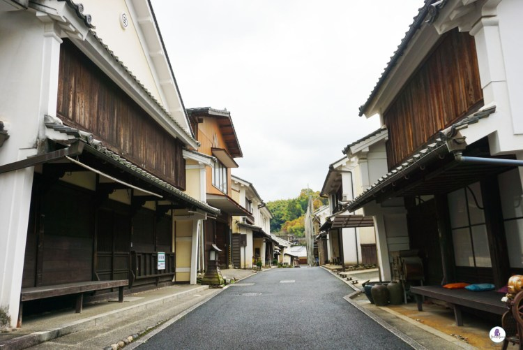Street in the old Town of Ozu - Take a trip down to Ozu City to discover another side of Japan. This small town located in Ehime Prefecture on Shikoku Island is a gem worth visiting.
