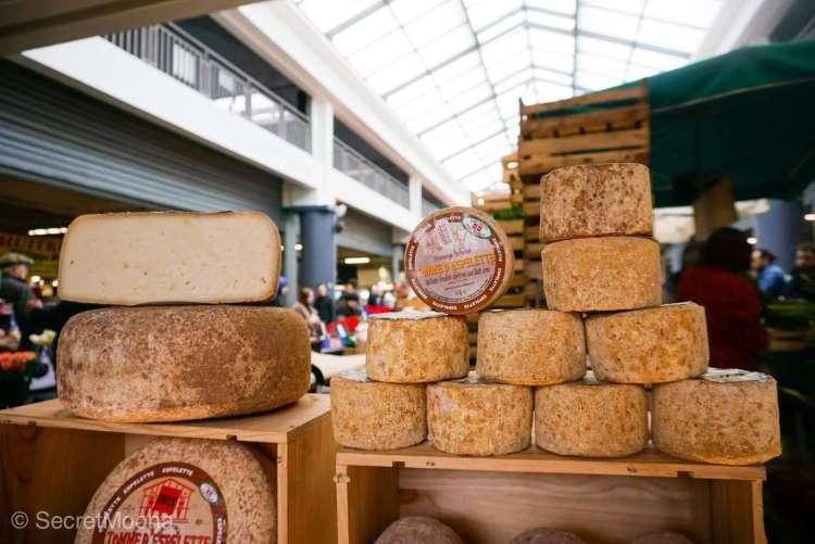 Blocs of yummy cheese t Marche des Capucins