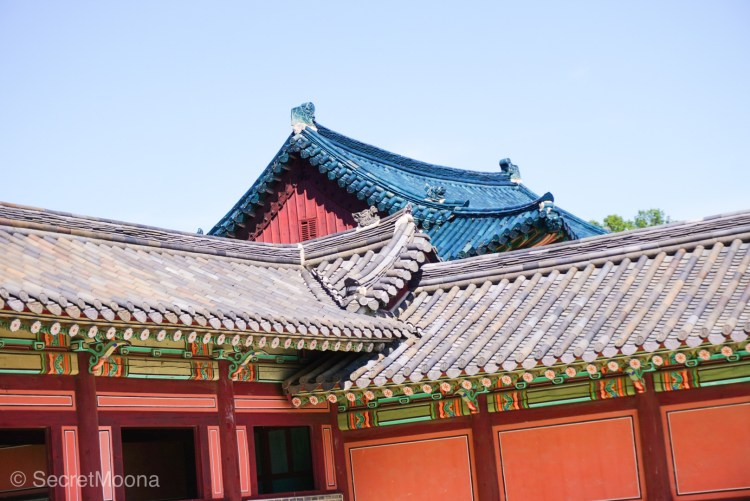Changdeokgung Palace roof's tiles details