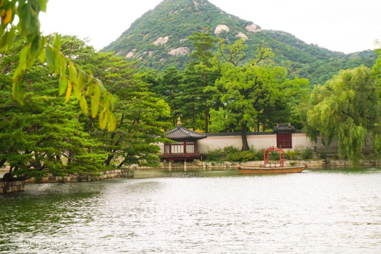 Beautiful pound in a Seoul palace, South Korea Itinerary