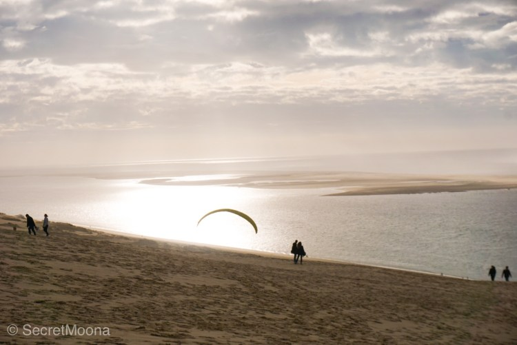 Couple enjoying walks on the Dune du Pilat