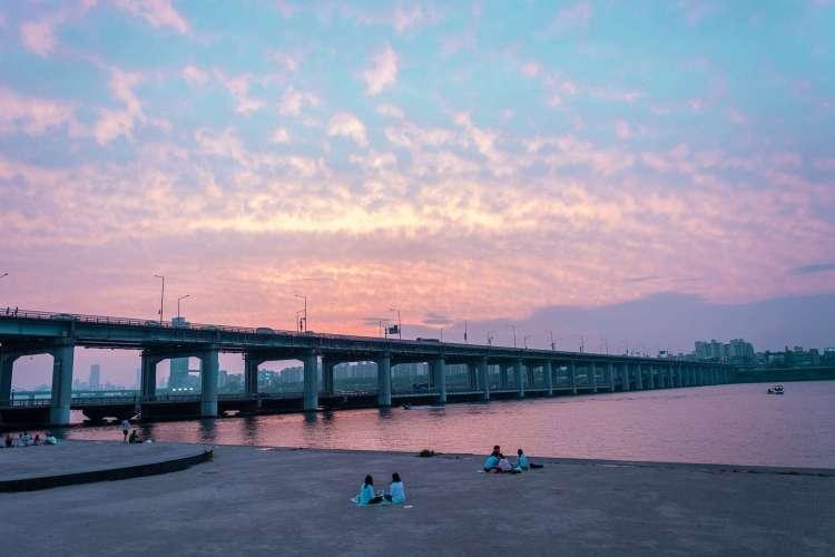 Korea bucket list - Couples enjoying Picnic by the Han River