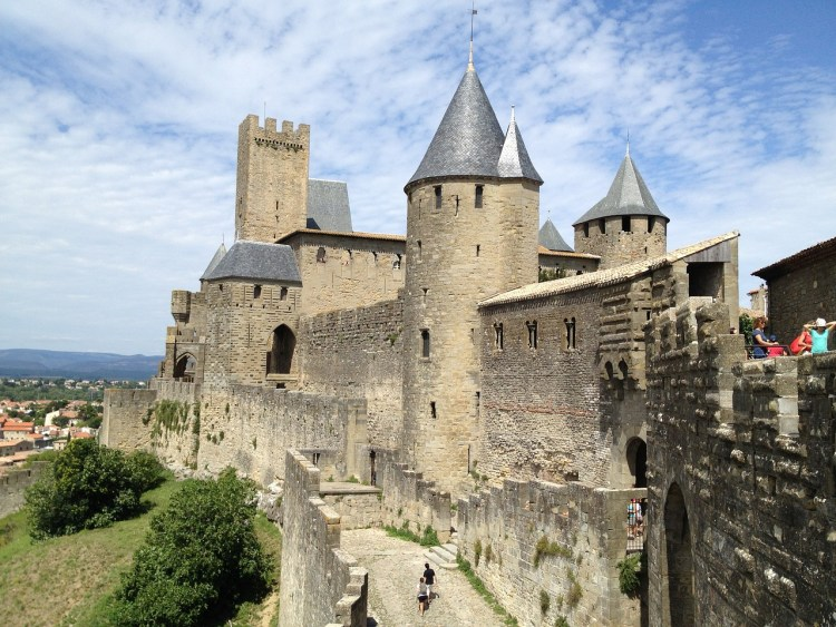 Guide to the most picturesque and most impressive walled cities and towns in France.