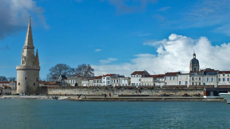 La Rochelle - Guide to the most picturesque and most impressive walled cities and towns in France.