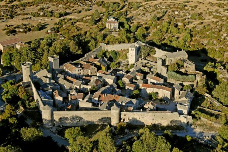 Aerial view of La Couvertoirade. Guide to the most picturesque and most impressive walled cities and towns in France.