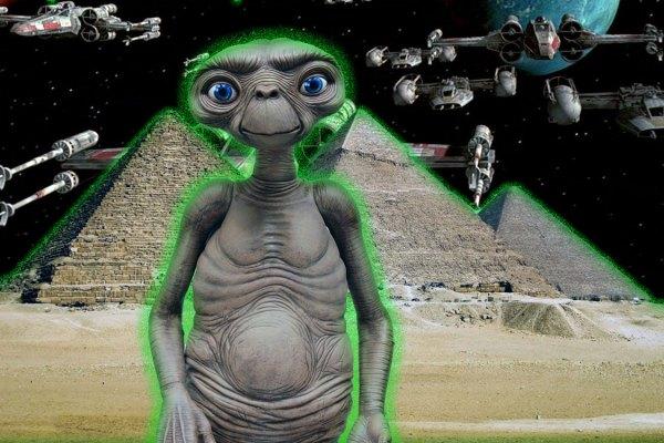 La  découverte d'un document dans une pyramide égyptienne relance le débat sur l'existence des extra-terrestres!