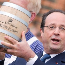 François Hollande offrira une grande tournée nationale pour fêter son départ et se réconcilier avec les Français