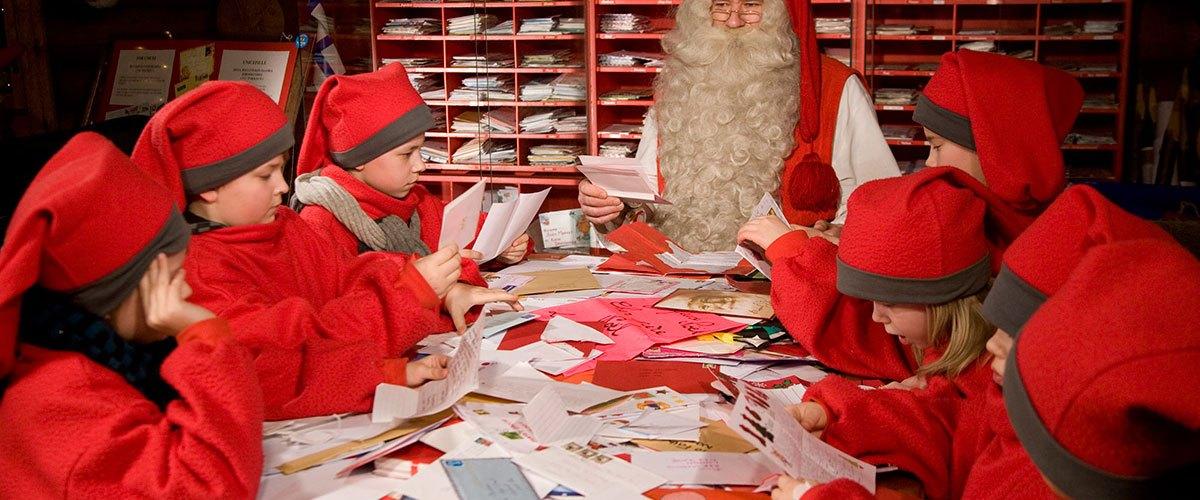 Père Noël fait travailler des enfants au noir pour trier son courrier. Les syndicats de La Poste hurlent