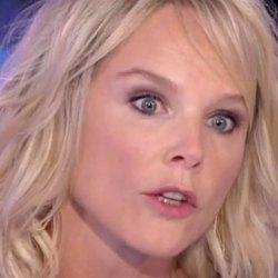 """Vanessa Burggraf : """"Dans l'école de ma fille, il y a des reptiliens qui déversent des chemtrails sur les enfants"""""""