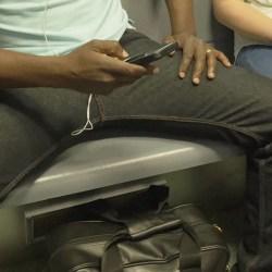 Manspreading / USA : un homme condamné à porter des jupes dans les transports pendant 6 mois