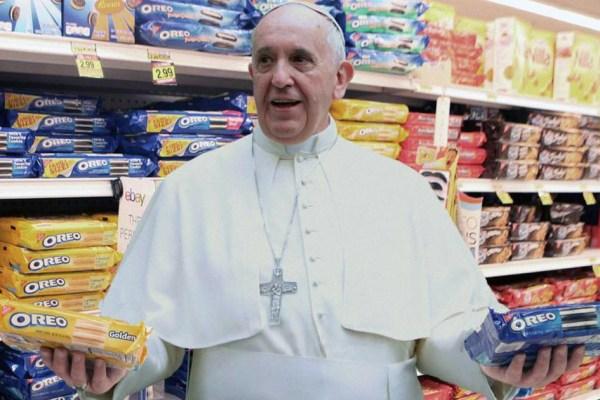 Le Pape accepte de tourner dans une publicité pour Oreo et se fait payer en biscuits pour les orphelins