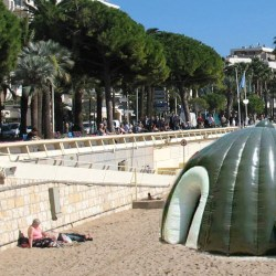 Des mosquées gonflables font leur apparition sur les plages françaises
