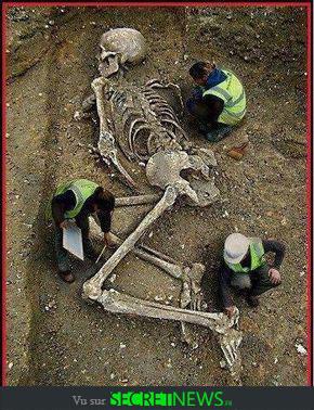 geant-nephilim-giant-photoshop-fake-hoax-15 Les géants et les nephilims ont existé  ! Ces photos du FBI déclassifiées par erreur le prouvent