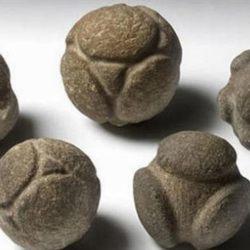 Découverte de boules de pétanque préhistoriques dans la grotte de Lascaux