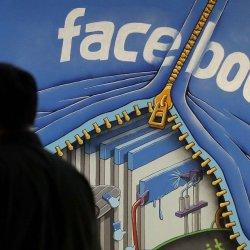 Est-il vrai que Facebook paye la presse parodique pour inventer des «fake news» ?