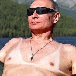 Pourquoi Vladimir Poutine porte-t-il des soutiens-gorge et des sous-vêtements féminins ? (Interview exclusive)