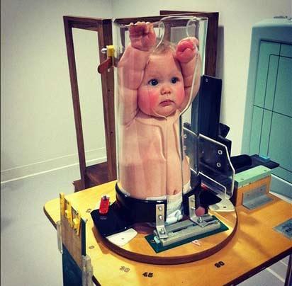 bebe-russe-1 La Russie allonge ses bébés avec des machines pour créer une race plus grande