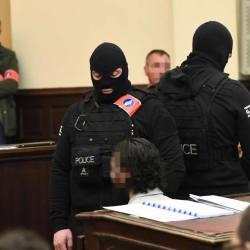 """""""J'ai mal au cul"""" - Salah Abdeslam se plaint d'être mal assis à son procès"""