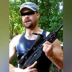 Cet homme se bat pour être reconnu comme terroriste malgré le fait qu'il soit blanc