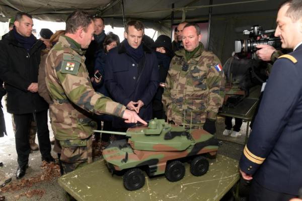 macron-tank-blinde-miniature-300x200 La France va déployer des blindés MINIATURES en Syrie, pour faire moins de dégâts et éviter l'escalade